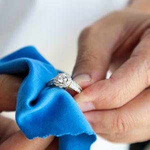 Comment nettoyer sa bague en diamant?